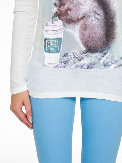 Ecru bluzka z nadrukiem wiewiórki i napisem TAKE A COFFEE BREAK                                  zdj.                                  8