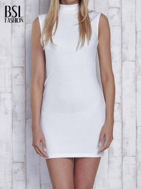 Ecru dopasowana sukienka z golfem                                  zdj.                                  1