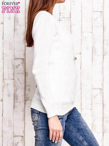 Ecru dzianinowy sweter z wiązaniem                                  zdj.                                  3