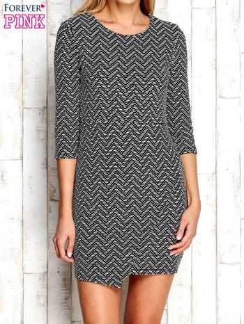 Ecru fakturowana sukienka z motywami geometrycznymi                                  zdj.                                  1