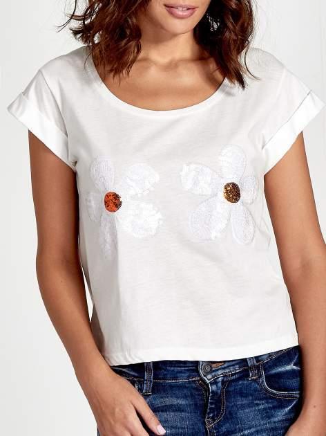 Ecru t-shirt damski z cekinami                              zdj.                              5