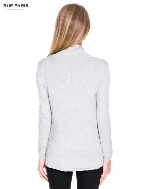 Ecru otwarty sweter narzutka z dłuższym tyłem                                  zdj.                                  5