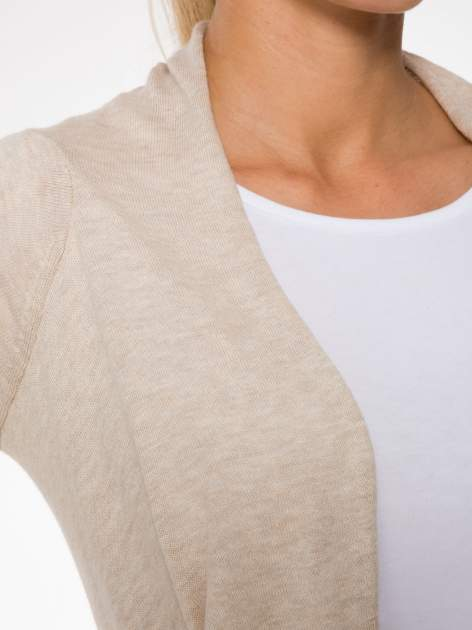 Ecru otwarty sweter z kaskadowymi bokami                                  zdj.                                  5