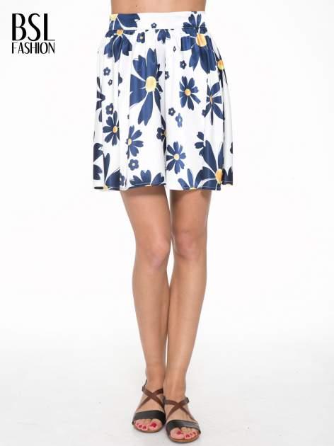 Ecru rozkloszowana spódnica skater w kwiaty