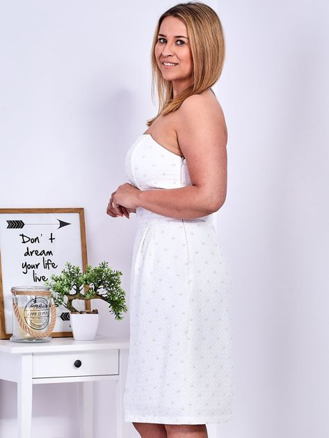 Ecru sukienka w drobne wypukłe wzory PLUS SIZE                              zdj.                              9