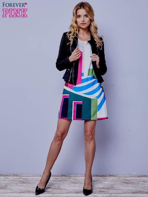 Ecru sukienka w kolorowe geometryczne wzory                                  zdj.                                  2
