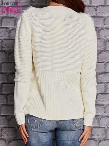 Ecru sweter z futerkiem                                  zdj.                                  4