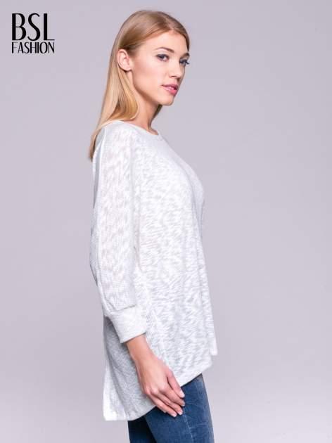 Ecru sweter z rozcięciem na plecach                                  zdj.                                  3