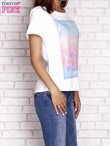 Ecru t-shirt z dżetami                                  zdj.                                  3