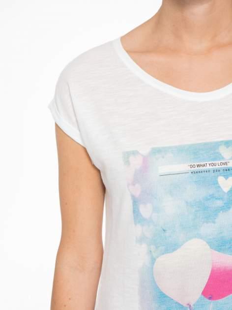 Ecru t-shirt z fotografią balonów                                  zdj.                                  6