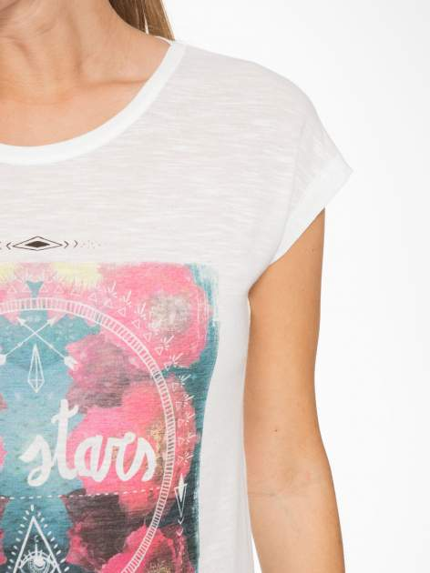 Ecru t-shirt z motywem astralnym                                  zdj.                                  6