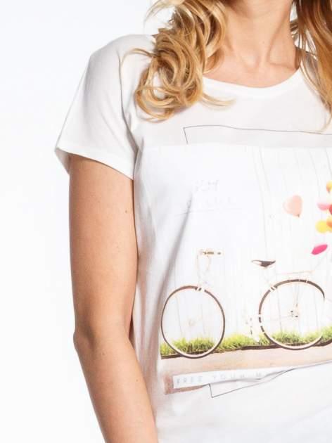 Ecru t-shirt z nadrukiem JOY OF LIFE                                  zdj.                                  5