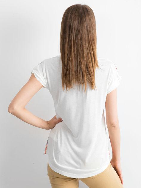Ecru t-shirt z nadrukiem kwiatowym                              zdj.                              2