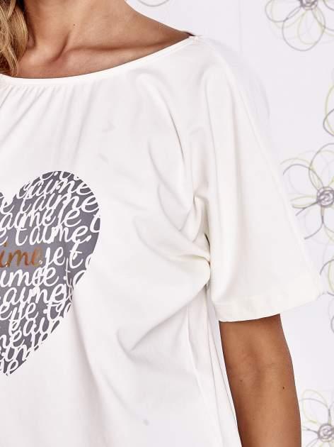 Ecru t-shirt z napisem JE T'AIME i dekoltem na plecach                                  zdj.                                  5