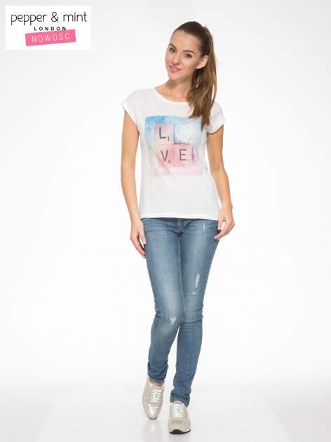 Ecru t-shirt z napisem LOVE z kostek Scrabble                                  zdj.                                  5