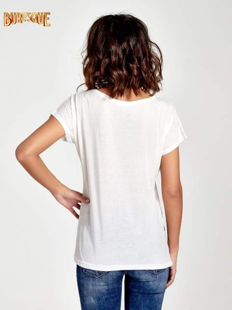 Ecru t-shirt z napisem MAD i kwiatowym nadrukiem                                  zdj.                                  4
