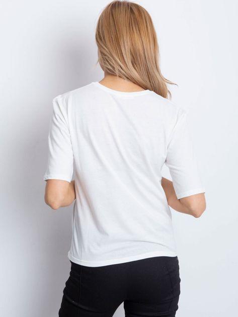 Ecru t-shirt z napisem z perełek                              zdj.                              5