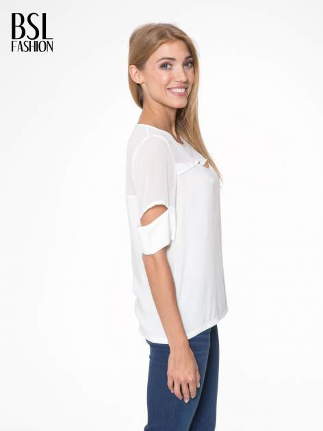 Ecru t-shirt z siateczką i rękawami typu cut out shoulder                                  zdj.                                  3
