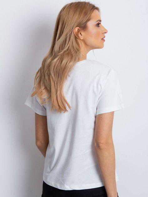 Ecru t-shirt z żaglówką                              zdj.                              2