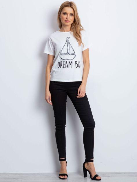 Ecru t-shirt z żaglówką                              zdj.                              5