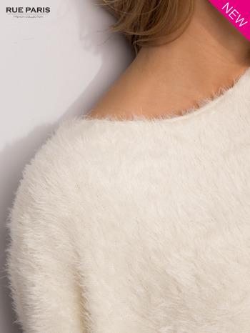Ecru włochaty sweter z rękawami 3/4                                  zdj.                                  3