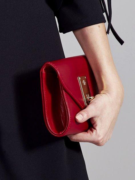 Elegancka kopertówka z ozdobnym zapięciem ciemno czerwona                              zdj.                              5