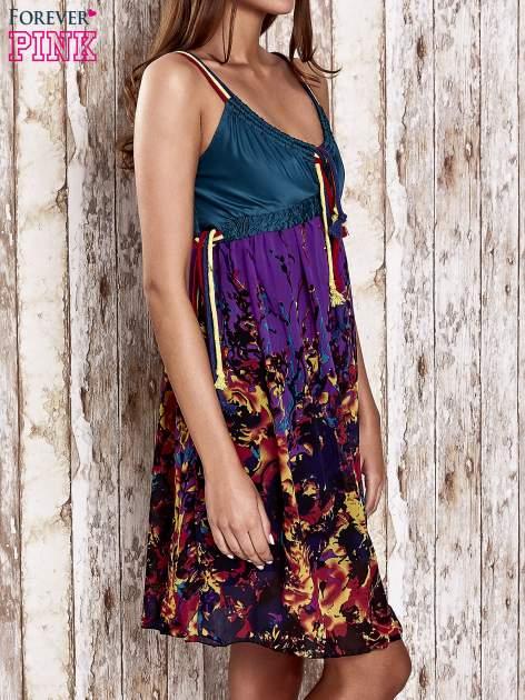 Fioletowa kwiatowa sukienka z kolorowymi troczkami                                  zdj.                                  3