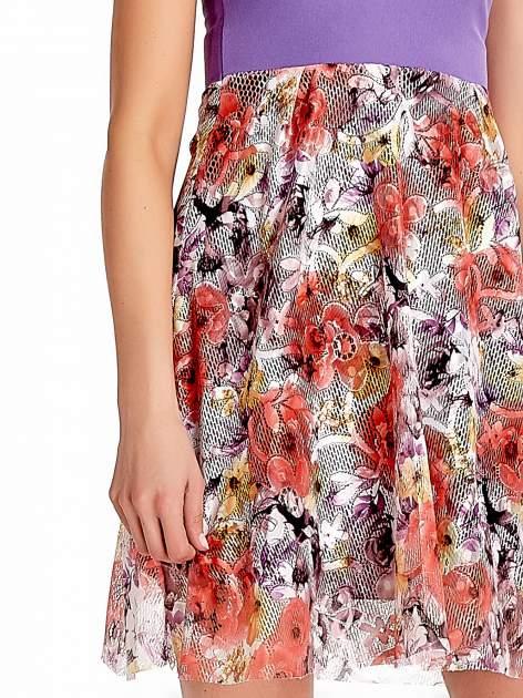 Fioletowa sukienka z kwiatowym dołem                                  zdj.                                  5