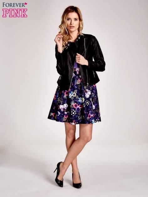 Fioletowa sukienka z motywem floral print na dole                                  zdj.                                  2