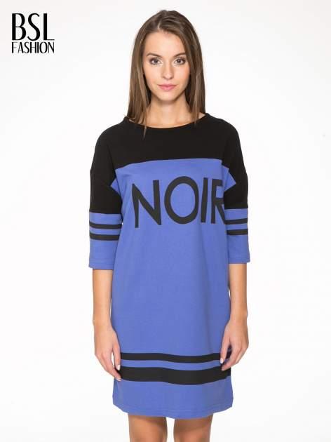 Fioletowa sukienka z napisem NOIR w stylu sportowym                                  zdj.                                  1