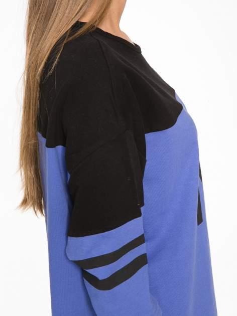 Fioletowa sukienka z napisem NOIR w stylu sportowym                                  zdj.                                  9