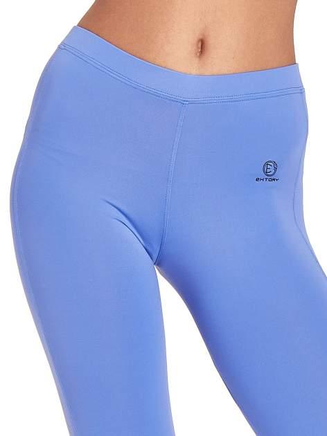 Fioletowe legginsy sportowe termalne z drapowaniem                                  zdj.                                  6