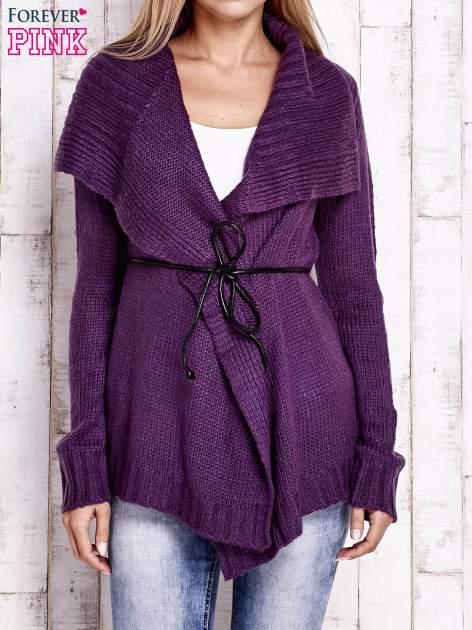 Fioletowy sweter z wiązaniem