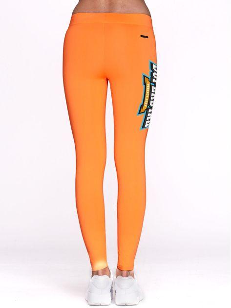Fluo pomarańczowe legginsy sportowe z nadrukiem SUPERSTAR                              zdj.                              3
