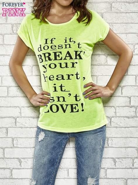 Fluożółty t-shirt z napisem IF IT DOESN'T BREAK YOUR HEART IT ISN'T LOVE                                  zdj.                                  1