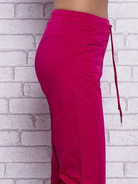 Fuksjowe spodnie capri z wszytymi kieszonkami                                  zdj.                                  5