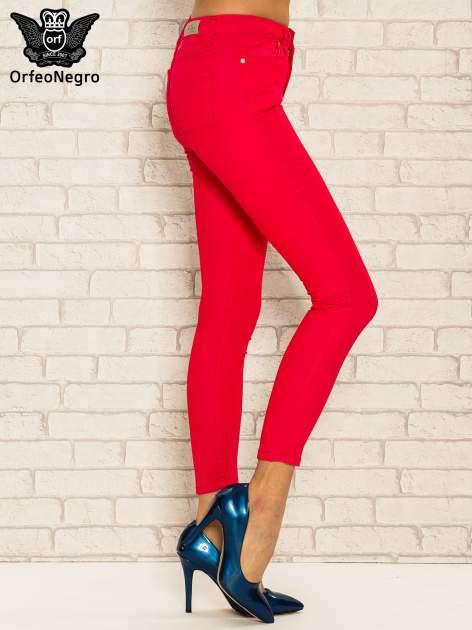 Fuksjowe spodnie rurki skinny z kieszeniami                                  zdj.                                  3