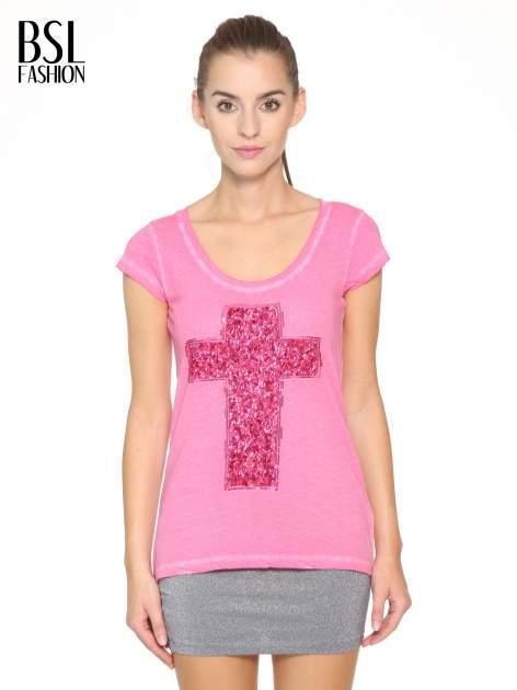 Fuksjowy t-shirt z cekinowym krzyżem
