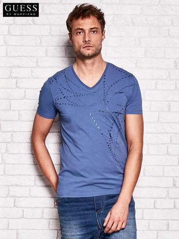 GUESS Ciemnoniebieski t-shirt męski z abstrakcyjnym nadrukiem                                  zdj.                                  1