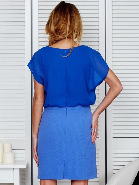 Gładka sukienka z łączonych materiałów niebieska                              zdj.                              2