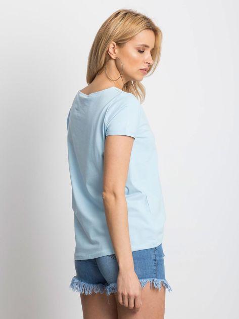 Gładki niebieski t-shirt z podwijanymi rękawami                              zdj.                              2