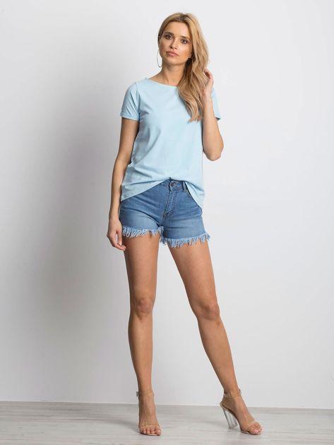 Gładki niebieski t-shirt z podwijanymi rękawami                              zdj.                              4