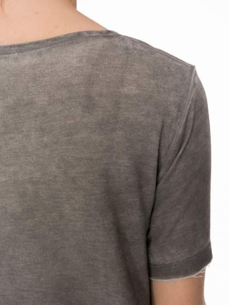 Grafitowa sukienka typu t-shirt bluzka z efektem dekatyzowania                                  zdj.                                  7