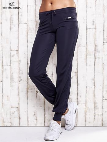 Grafitowe spodnie dresowe z kieszonką na suwak                              zdj.                              1