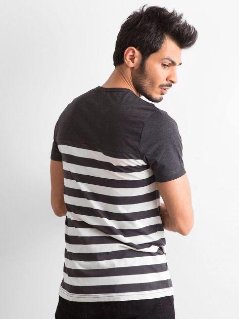 Grafitowy męski t-shirt w paski                              zdj.                              3