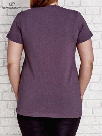 Grafitowy t-shirt z kieszonką PLUS SIZE