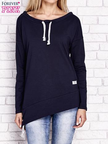 Granatowa asymetryczna bluza z troczkami                              zdj.                              1