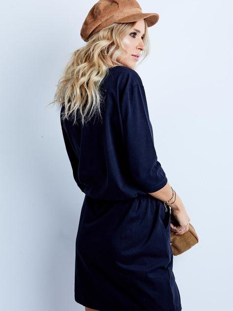 Granatowa bawełniana sukienka z kieszeniami                              zdj.                              8