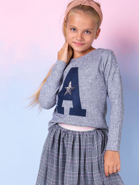 Granatowa bluza dla dziewczynki z literą                              zdj.                              1