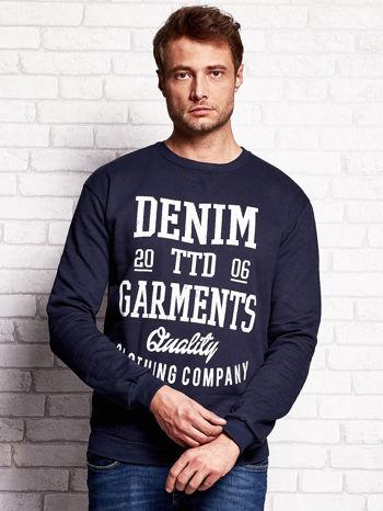 Granatowa bluza męska z miejskim nadrukiem                                  zdj.                                  1